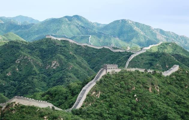चीन की दीवार चीन देश में दुनिया के सात अजूबे में से एक